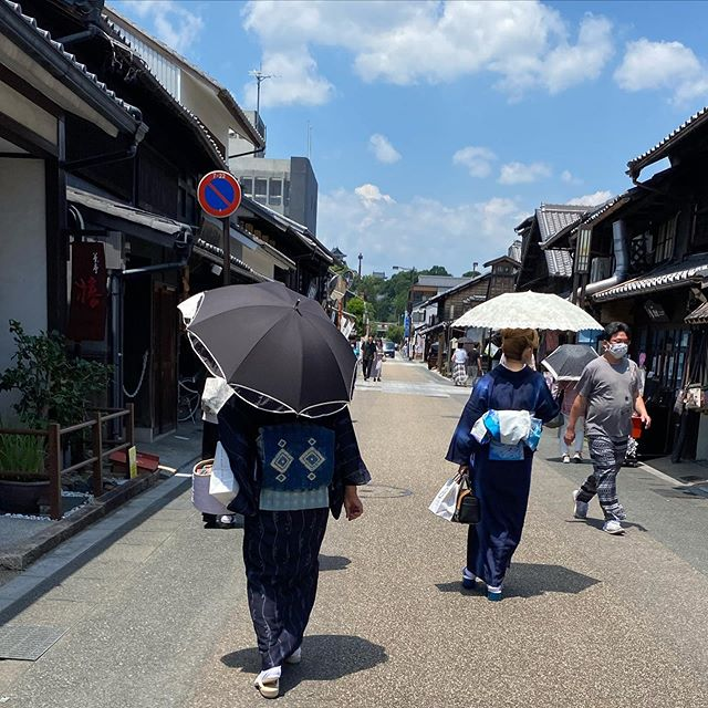 着物で遊ぼ@犬山  単衣の着物で 着付け師で画家の小平次先生と ご一緒に 素晴らしい直筆の絵や着物の数々 是非皆様見に行ってくださいね。  先生は日本でも有数の本物の天才アーティストです  #出張着付け  #出張着付けヘアメイク名古屋  #着付け清須市  #着付けあま市  #ブライダルヘアメイク清須市  #和み着物塾  #着付け師  #美容師  #和装前撮り  #結婚式ヘアアレンジ #着物でお出かけ #着物すきな人とつながりたい #和装前撮り  #着付け教室清須市  #着付け教室犬山市  #小平次先生は素晴らしすぎます  #単衣の着物  #犬山城
